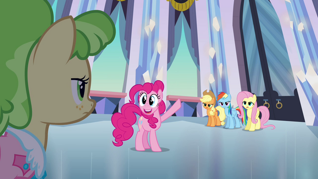 File:Pinkie Pie the tour guide S03E12.png