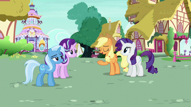 "File:Applejack Changeling ""Pinkie Pie always acts strange"" S6E25.png"