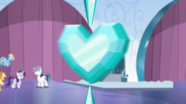 File:Crystal Heart spinning S6E1.png