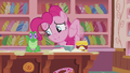 "Pinkie ""you can drizzle some of the ganache over it"" S5E8.png"