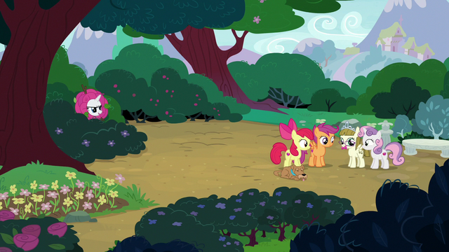 File:Rarity appears in the bushes near CMC and Zipporwhill S7E6.png