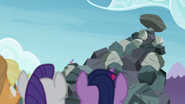 File:Twilight and friends worried about Pinkie S4E18.png