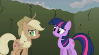Applejack glances away S2E01