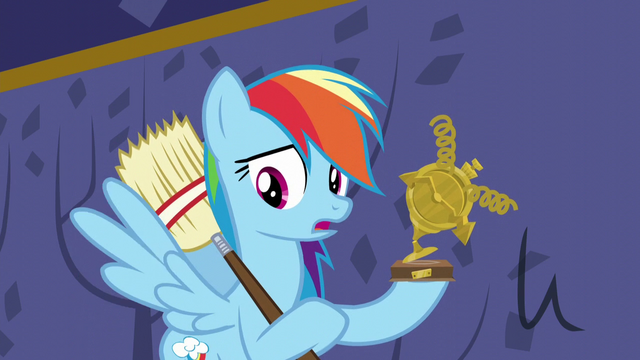 File:Rainbow holding her broken trophy S5E11.png