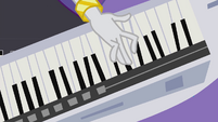 Rarity plays a few keys EG2