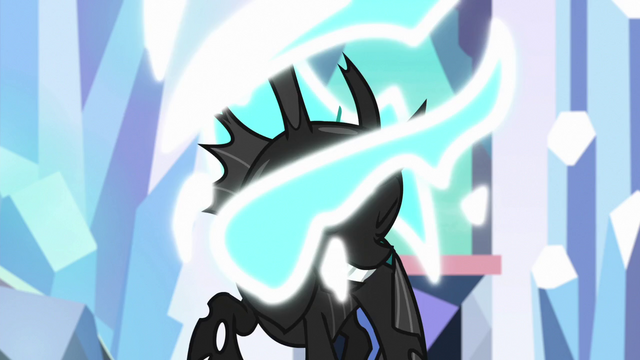 File:Thorax reverting to changeling form S6E16.png