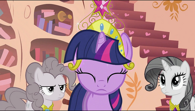 File:Twilight putting a tiara on her head S2E02.png