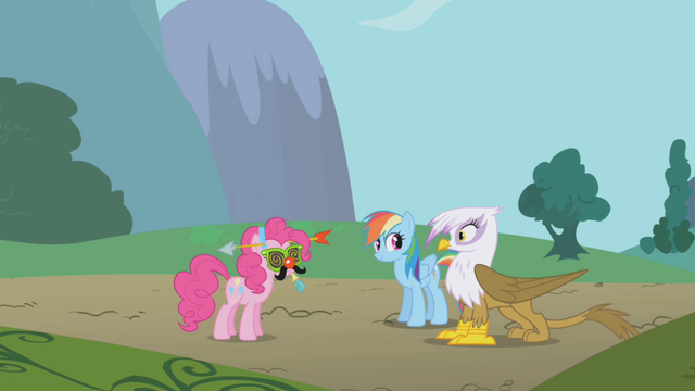 File:Gilda sees Pinkie Pie S1E05.png