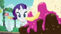 Rarity looks at Maud from across the table S6E3