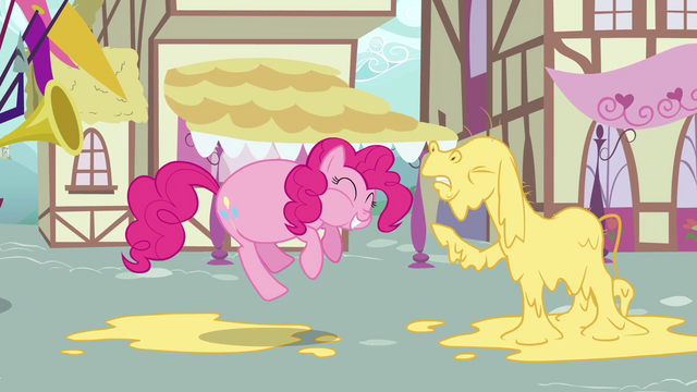File:Stuffed Pinkie Pie and blind Cranky S02E18.png