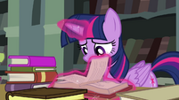 Twilight flipping through pages S4E25