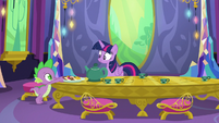 Spike sets plate of cookies on the table S6E22