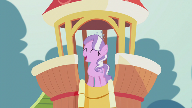 File:Diamond Tiara singing gleefully S5E18.png