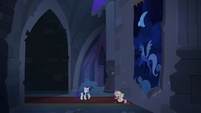 Fluttershy pops out from behind tapestry S4E03