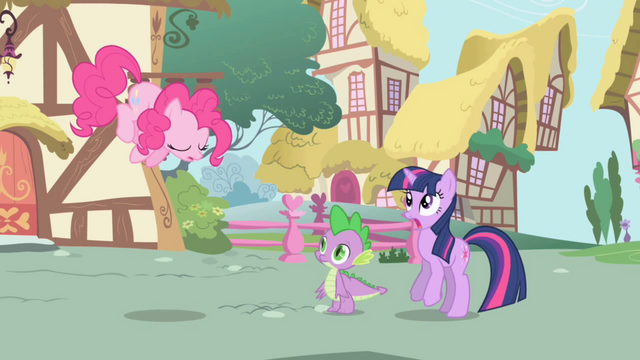 Файл:Pinkie Pie about to zoom out of the scene S1E01.png