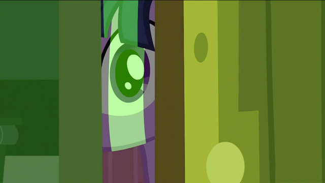 File:Twilight peeking 2 S2E25.png