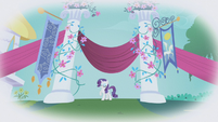 Rarity entering the Gala S1E03