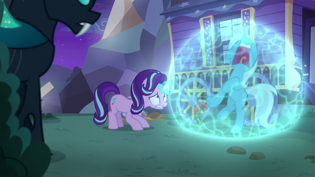 File:Starlight encases Trixie in soundproof bubble S6E25.png