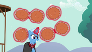 Trixie levitating pies S3E05.png