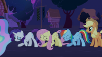 Twilight's friends bowing S03E13