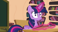 Twilight hears a horn honking S4E21