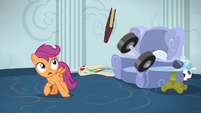 Scootaloo evading more of Dash's junk S6E14
