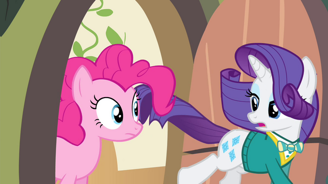 File:Pinkie Pie sees Rarity running S4E14.png
