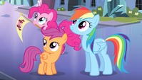 Pinkie, RD, and Scootaloo look up at Twilight S4E24