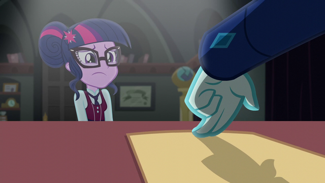 File:Cinch tempts Twilight with her application EG3.png