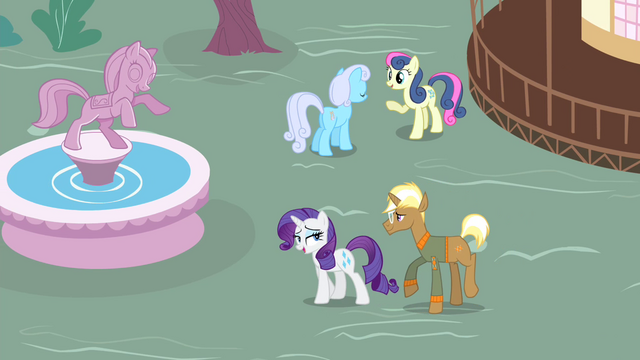File:Rarity 'Music, dancing!' S4E13.png