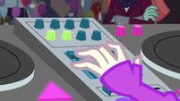 DJ Pon-3 working her mixer EG3