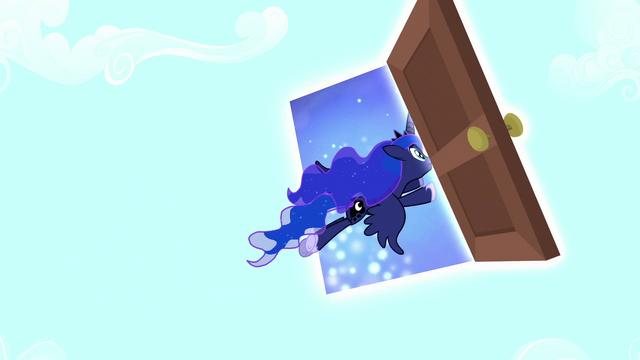 File:Luna exiting Fluttershy's dream S5E13.png
