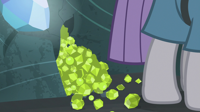 File:Pile of chartreuse at Maud Pie's hooves S7E4.png
