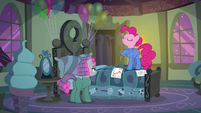 "Pinkie ""the best friendship-maker in Ponyville"" S7E4"