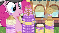 Pinkie Pie looking at Donutopia S2E24