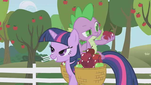 File:Spike frowning at an apple S01E03.png