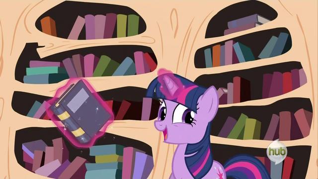 File:Twilight Sparkle levitating books S2E21.png