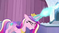 Cadance zaps her magic beam S6E2