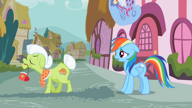 File:Granny Smith angry at Rainbow Dash S2E8.png