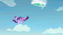 Twilight jumps to Starlight and grabs her S5E26
