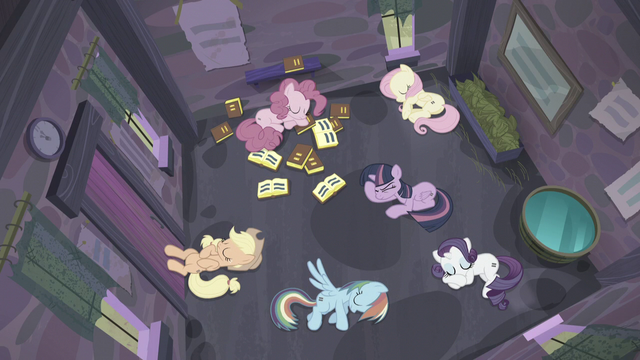 File:Twilight thinks very hard S5E02.png