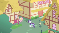 Rarity meets Fluttershy in an alley S1E25