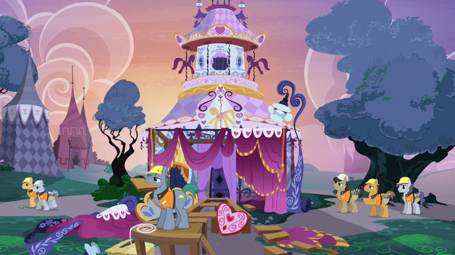 File:Construction ponies disassembling the runway S7E9.png