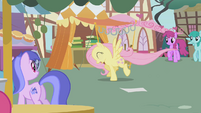 Fluttershy running away S01E05