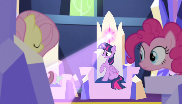 File:Twilight's throne emits a light S5E01.png