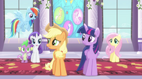 Applejack talking to friends S4E01