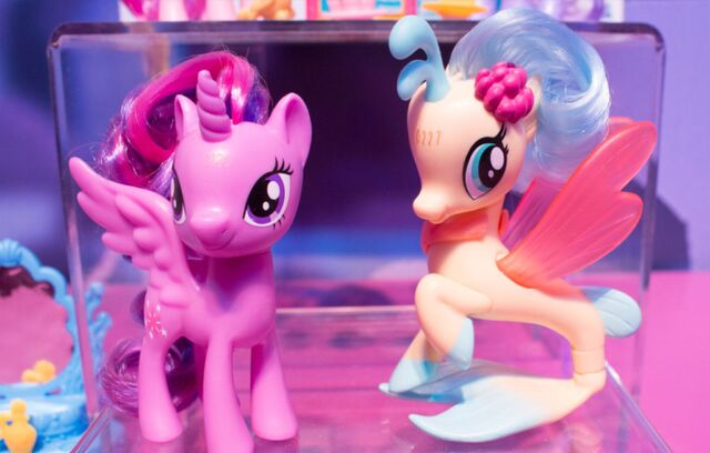 File:Toy Fair 2017 - Princess Twilight and Princess Skystar display.jpg
