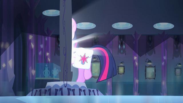 File:Twilight walking through the mirror EG.png