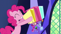 Pinkie Pie emptying shopping bags S5E3