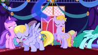 Ponies move out of the way S1E2